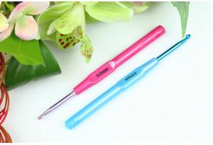 Крючок для вязания с пластмассовой ручкой 4.0 мм